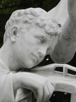 Statue_Kid_Ear